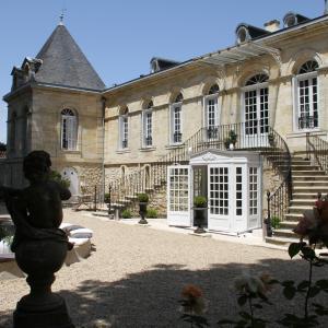 Hotel Pictures: Chambres d'Hotes La Chartreuse des Eyres, Podensac