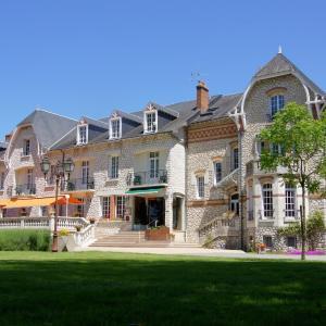 Hotel Pictures: Hôtel-Restaurant Le Parc Sologne - Logis, Salbris