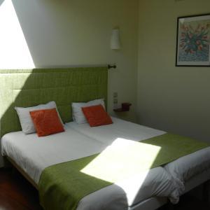 Hotel Pictures: Logis L'Hôtel, Chartres