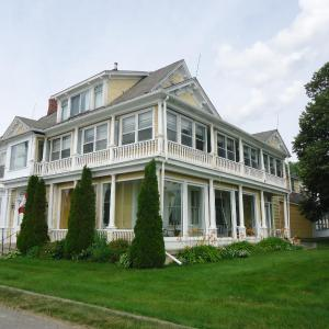 Hotel Pictures: Governor's Mansion Inn, Miramichi