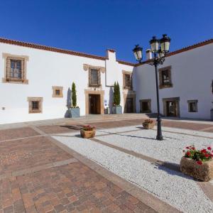 Hotel Pictures: Hospes Palacio de Arenales & Spa, Cáceres