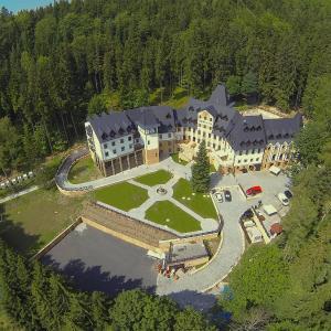 Hotel Pictures: Spa hotel Zámek Lužec, Karlovy Vary
