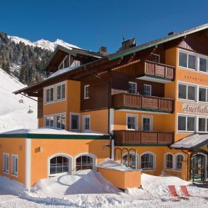 Hotel Pictures: Hotel & Appartement Auerhahn, Obertauern