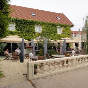 Hotel Pictures: Le Marais, Voué