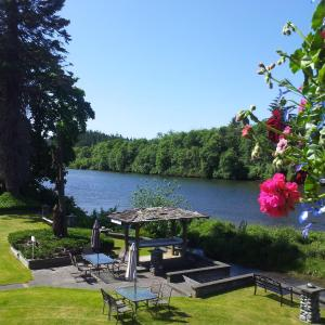 Hotel Pictures: Campbell River Lodge by Riverside, Campbell River