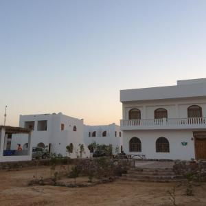 Hotel Pictures: Fayrouz Beach Camp, Nuweiba
