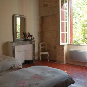 Hotel Pictures: Mas de St Remy Maison de Maitre, Aimargues