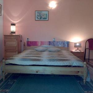 Hotel Pictures: Guest House Mezhdu Dva Svyata-Stamovi, Obrochishte