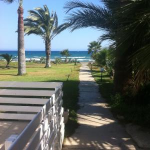 Hotel Pictures: Sandy Beach Apartment 9, Voroklini