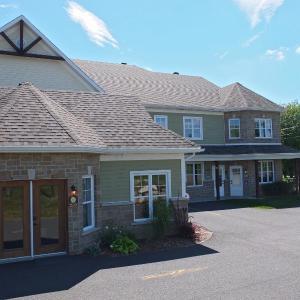 Hotel Pictures: Condo Le Champlain - 206, Bromont