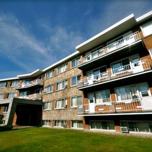 Hotel Pictures: Beausejour Hotel Apartments/Hotel Dorval, Dorval