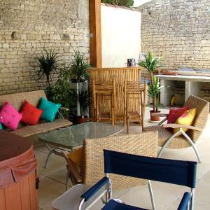 Hotel Pictures: La Maison des Grands Bambous, Louzignac