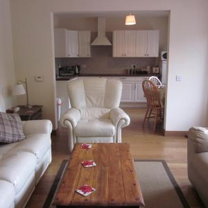 Hotel Pictures: Easter Bowhouse Farm Cottage, Linlithgow