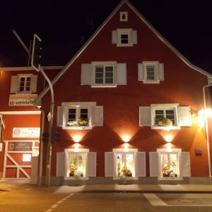 Hotelbilleder: Ferienwohnung 'Alte Schmiede', Teningen