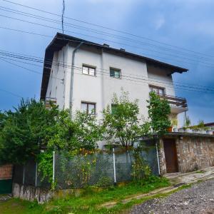 酒店图片: Topuzovi Guest House, Dobrinishte
