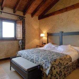 Hotel Pictures: Cortijo Finca La Solana 1878, Herencia