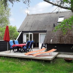 Hotel Pictures: Holiday home Liengård A- 2693, Hvalpsund