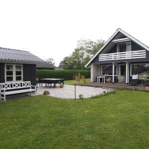 Hotel Pictures: Holiday home Monavænget E- 3025, Tørresø