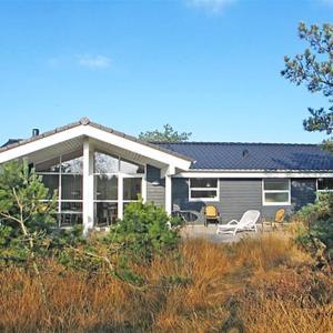 Hotel Pictures: Holiday home Revlingestien E- 3705, Torup Strand