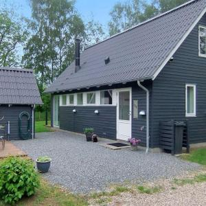 Hotel Pictures: Holiday home Skovbrynet G- 4083, Lindet