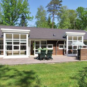 Hotel Pictures: Holiday home Skovkanten B- 4102, Hasle