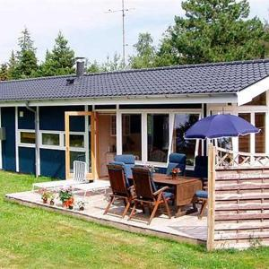 Hotel Pictures: Holiday home Tusindfrydvej C- 4935, Bøtø By