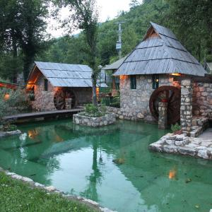 Hotellbilder: Rafting Camp Tara Center Tri Vodenice, Bastasi