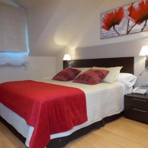 Hotel Pictures: Aparthotel Bubal, El Pueyo de Jaca