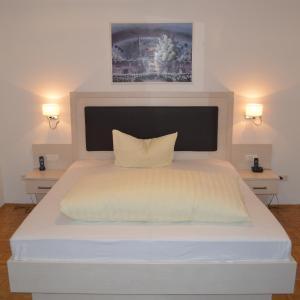Hotel Pictures: Hotel Scirocco, Baunatal