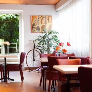 Hotel Pictures: Le Saint Georges, Bagnols-sur-Cèze