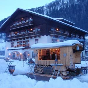 Fotos de l'hotel: Hotel Schlosswirt, Großkirchheim