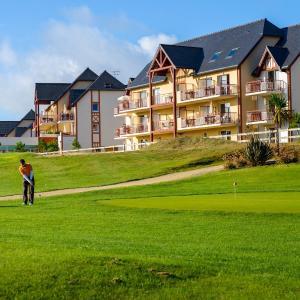 Hotel Pictures: Lagrange Vacances Cap Green, Sables-d'Or-les-Pins