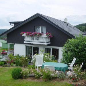 Hotel Pictures: Holiday Home Rosel Tigges, Kirchhundem