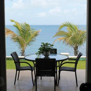 Hotel Pictures: Mermaid Reef Villa #3, Marsh Harbour