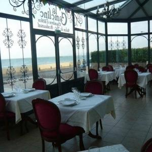 Hotel Pictures: La Cameline, Plougasnou