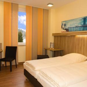 Hotel Pictures: Hotel Neumarkt, Berg bei Neumarkt