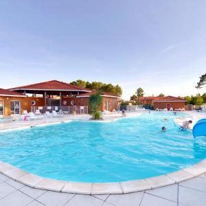Hotel Pictures: Le Domaine des Grands Lacs, Parentis-en-Born