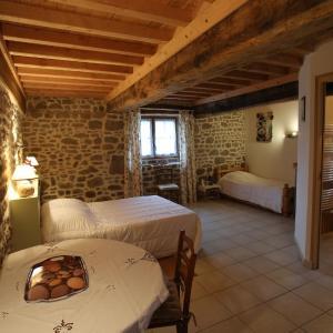 Hotel Pictures: Ferme Cidricole Hugues Desfrièches, Sainte-Marguerite-de-Carrouges