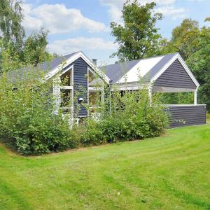 Hotel Pictures: Holiday home Farsø 677 with Terrace, Hvalpsund