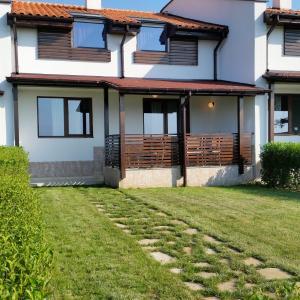 Photos de l'hôtel: Vacation House in Ivanovi Kolibi Complex, Lozenets