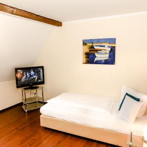 Hotel Pictures: Bed and Breakfast Ferber, Monheim