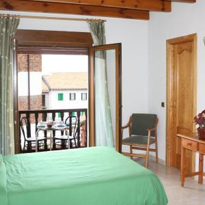 Hotel Pictures: Hostal La Maya, Cercedilla