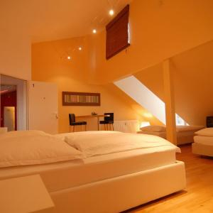 Hotel Pictures: Dreamhouse - rent a room, Pulheim