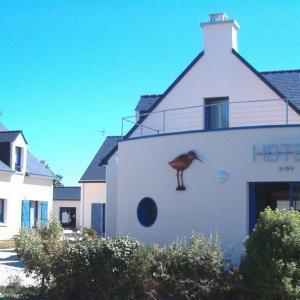 Hotel Pictures: Hôtel Le Chevalier Gambette, Saint-Armel