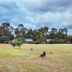 Hotel Pictures: Margaret River Stone Cottages, Forest Grove