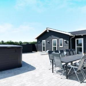 Hotel Pictures: Five-Bedroom Holiday home in Ansager, Ansager