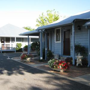 Фотографии отеля: Canberra Avenue Villas, Queanbeyan