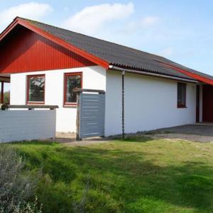 ホテル写真: Two-Bedroom Holiday home in Fanø 4, Fanø
