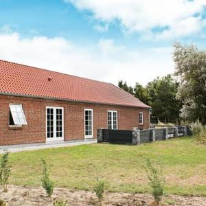 Hotel Pictures: Five-Bedroom Holiday home in Blåvand 25, Ho