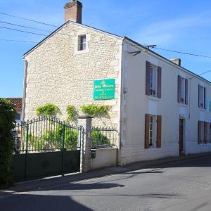 Hotel Pictures: La Jolie Maison Guesthouse, Le Langon